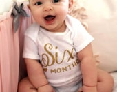 Gold Monthly Baby Girl bodysuit Clothes one month 6 months birthday Outfit Bodysuit Onesie, Photo Prop Outfit, Baby Shower Gift, glitter
