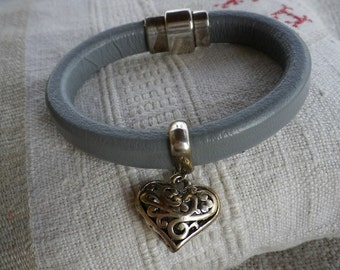 Licorice, heart silver-plated leather straps