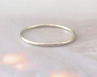 White Gold Ring - Skinny - Smooth - 9ct White Gold