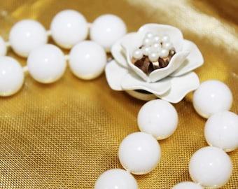 SALE! Vintage Marvelous White Enamel Faux Pearl Stunning Necklace NP2