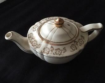 Sadler Mini Teapot - teaparty fun!