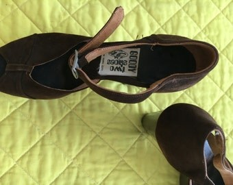 Goody Two Shoes 1973... Brown suede platform