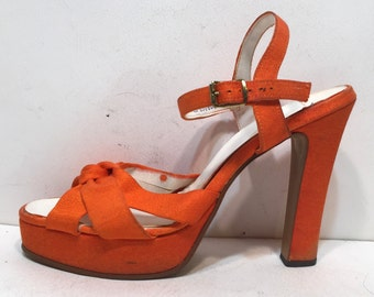 1970s orange disco platform sandals with bow - 70s platforms - 1970s platform shoes - size 6.5 Qualicraft 70s shoes - tall platforms