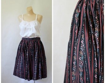 Sale Vintage Skirt / 1970's Skirt / Prairie Skirt / Calico Skirt / Circle Skirt