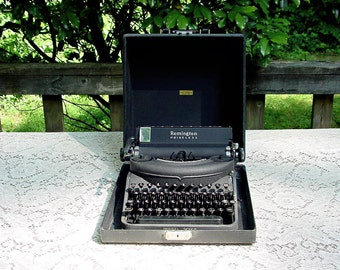 Remington Typewriter / Noiseless Model Seven 1940s  / Portable With Case And Cool Bahamas Customs Baggage Sticker