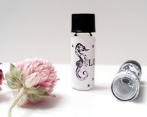 Rose Honey Natural Perfume Oil Organic Fragrance Honeycomb, the Rose Bee ™,  with Dry Hay, Clover and a little Smoke Organic Fragrance