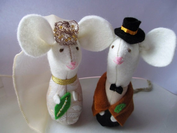 knitted mice wedding cake toppers felt wedding mice amp groom cake toppers wedding 16653