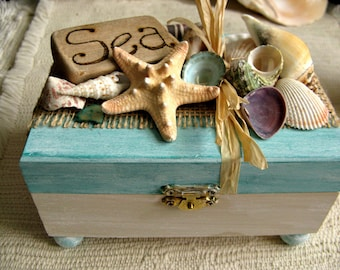 Rustic jewelry box. Driftwood and shell beach treasure box. Wood keepsake jewelry box with driftwood and shells. Made in USA.