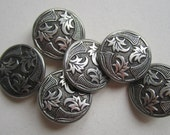 Set of 7 metal buttons