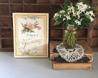 Book vintage Language of Flowers Ruth Little shabby chic 1971
