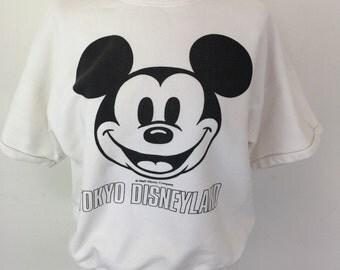 Vintage recuerdos de Tokyo Disneyland Disney sudadera top blanco unisex mediana Mickey Mouse de tracktop del manga corta de la Jersey