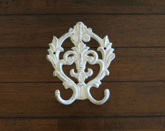 Cast Iron Fleur De Lis Dual Wall Hook /Shabby Chic Hook/ Towel Hanger/Key Holder/Antique White or Pick Color/Bathroom Hook/Jewelry Organizer