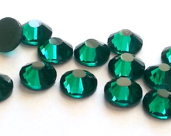 144 pcs., 720 pcs. or 7200 pcs.  Emerald SS20 Non Hot Fix ( No Hotfix) Glue On Flat Back Crystal Rhinestones  5mm