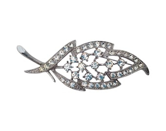 Vintage Sarah Coventry Silver Tone and Rhinestone Leaf Brooch. Silver Colour Leaf Brooch. Sarah Coventry Leaf Brooch. Vintage Sarah Coventry