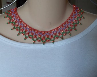 Beaded collar necklace with lacelike look