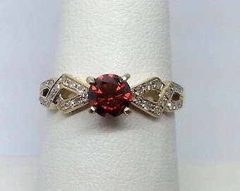 Red and White Diamond .95ctw 10K Yellow Gold Ring Size 8