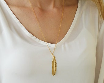Dainty feather necklace, Simple gold necklace, Modern long necklace, Unique necklace, Gold feather pendant, Everyday jewelry, Teacher gifts