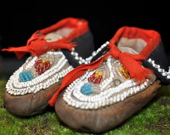 Wonderful Baby Moccasins, Child's, Mohawk Caughnawaga, Native American Leather shoes, Museum, Antique baby shoes, children clothing, #40