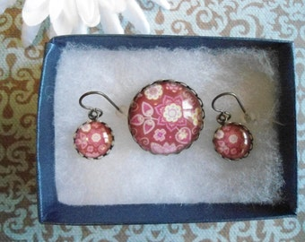 Burgundy all seasons brooch set:  Cute flower and leaves brooch and Vintaj hook earrings set