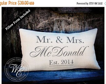 wedding gift / monogram pillow / burlap pillow / personalized pillow / personalized wedding gift / monogrammed pillow / wedding gift
