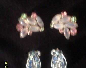Two Pair of Vintage Rhinestone Clip On Earrings, Blue Rhinestone Earrings, Clip On Rhinestones, Cluster Clip Earrings, Fly Earrings