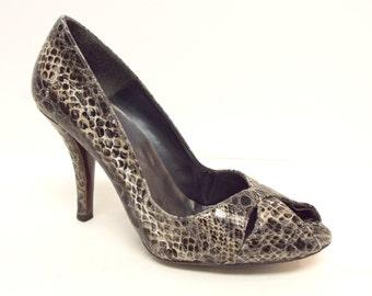 Vintage STUART WEITZMAN Size 7 Snake Print Peep Toe Pumps Heels Shoes