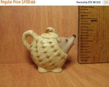 SALE Tiny HEDGEHOG TEAPOT Coffeepot Pitcher Animal Teapots Hegde Hog- French Feve Feves Porcelain Figurine Miniature Gg1