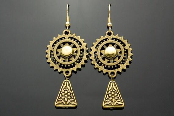 Steampunk Dangly Earrings, Bronze Gears, Cogs, Hand Made, Antique Brass