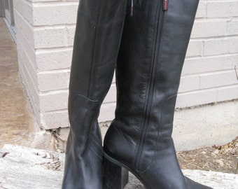 1990s Womens Black Leather Tommy Hilfiger Chunky Heel/ Stacked Heel Tall Boots Size 8/ Made In Brazil/ Platform Black Boots