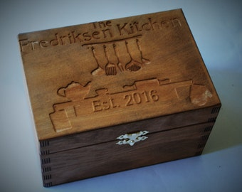 Custom Engrved Wooden Recipe Box. Wood Box Personalized and engraved 4x6 Recipe Cards