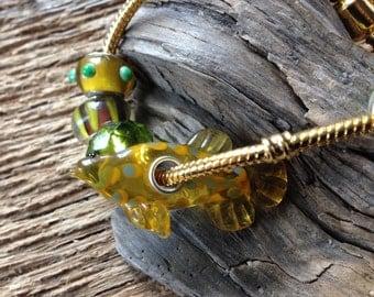 Aquarium fish enthusiast bracelet: Murano glass fish bracelet
