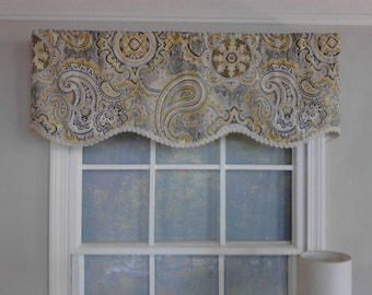 Shaped valance with or without gimp trim