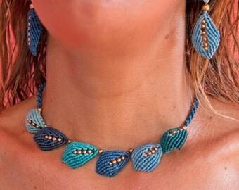 Blue leaves macramé necklace