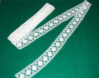 Length of vintage lace style edging with borders