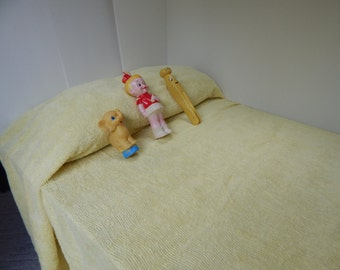 Twin size yellow Chenille bedspread