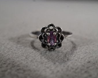 Vintage Sterling Silver Ring with Oval Amethyst Stone in a Floral Design, Jewelry  size 5   KW215