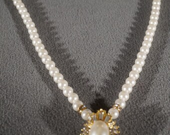 Vintage Traditional Style Yellow Gold Tone Faux Pearl Rhinestone Glass Stone Oval Pendant    K#52