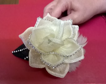 Black and ivory fascinator