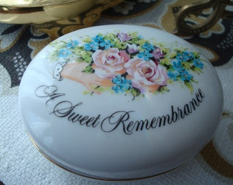 Vintage A Sweet Remembrance Trinket Box - Avon - Circa 1982 - Excellent Condition!!
