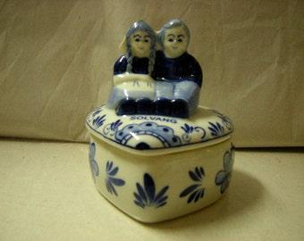 souvenir trinket box-solvang-delft blue-sitting couple-valentine day-storage-vanity top-heart shaped
