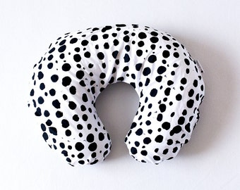 Black and white spotted nursing pillow cover