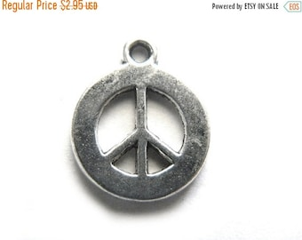 SALE 6 Medium Silver Peace Charms - 17mm
