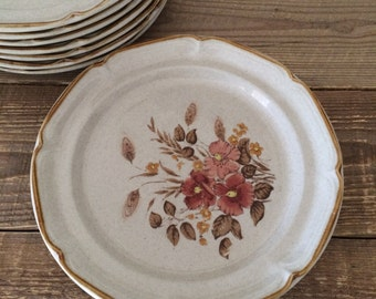 Vintage Set of 8 Sunmarc Endura Collection Stoneware Dinner Plates