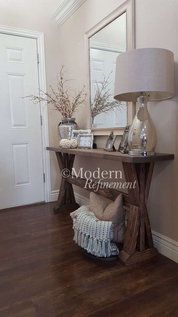 Farmhouse Foyer : Rustic farmhouse entryway table