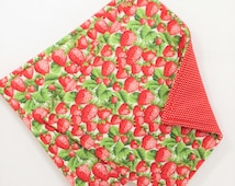 Strawberry Pot Holders, Set of 2 Strawberry Potholders, Strawberries Kitchen Decor, Red Potholders, Strawberry Hot Pads, Fabric Pot Holders