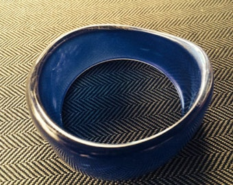 Vintage Chunky Wide Blue Lucite Bangle Bracelet