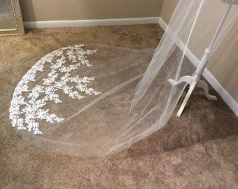 High quality beautiful long veil with lace at the edge cathedral lenght