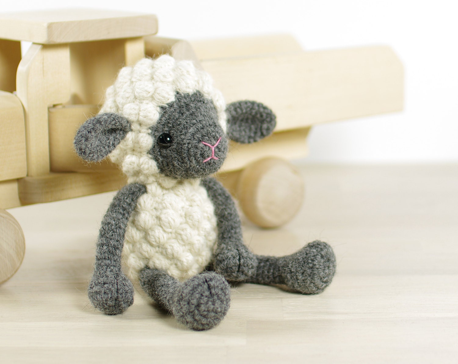 Amigurumi Plane Baby Mobile : PATTERN: Small sheep Crochet pattern with photos EN-068