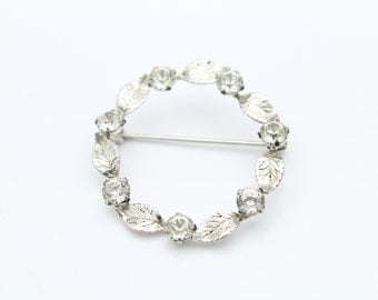 Vintage Leo Glass Wreath Brooch in Rhinestones and Sterling Silver. [8164]