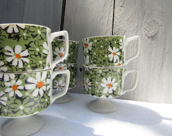 REtro daisy pedestal mugs, set of 3 vintage hippy flower power coffee mugs, green yellow and white footed coffee mugs, mid century mugs